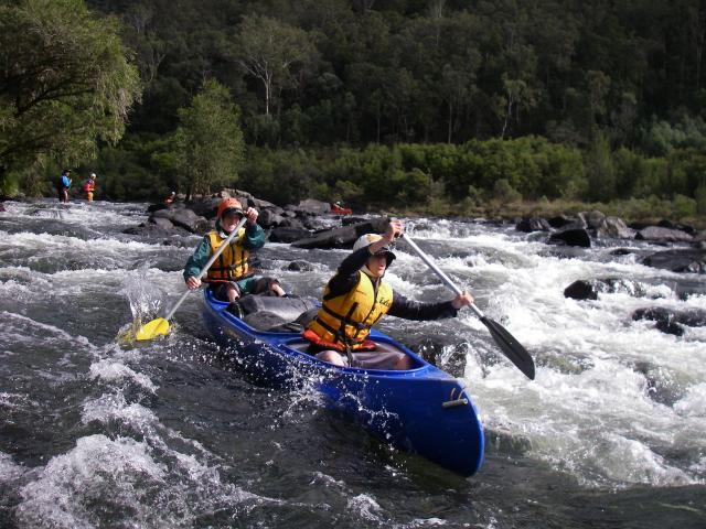 Canoeing στην λίμνη eπισκοπής